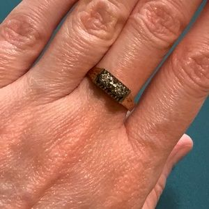 9K Yellow Gold Ring with 2 tiny diamonds